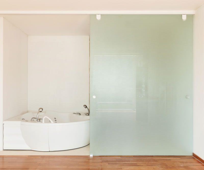 Glasschiebetuer im Badezimmer | Glas Engels Meisterbetrieb